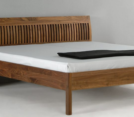 Bed in hout